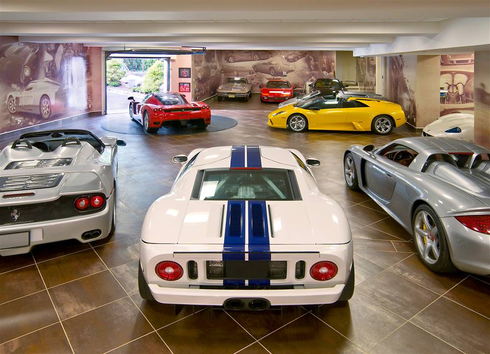 THE ULTIMATE GARAGE