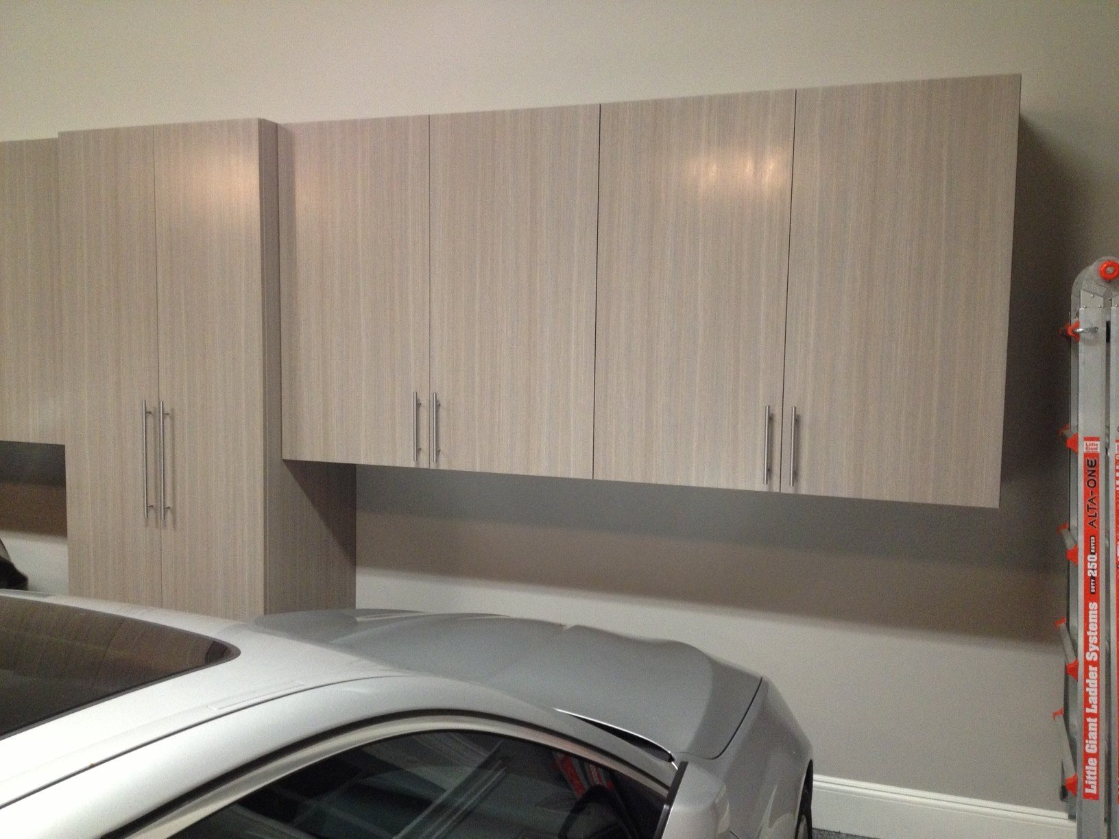 Signature Driftwood Custom Designed Cabinets and 1/4″ Graphite Floor Color